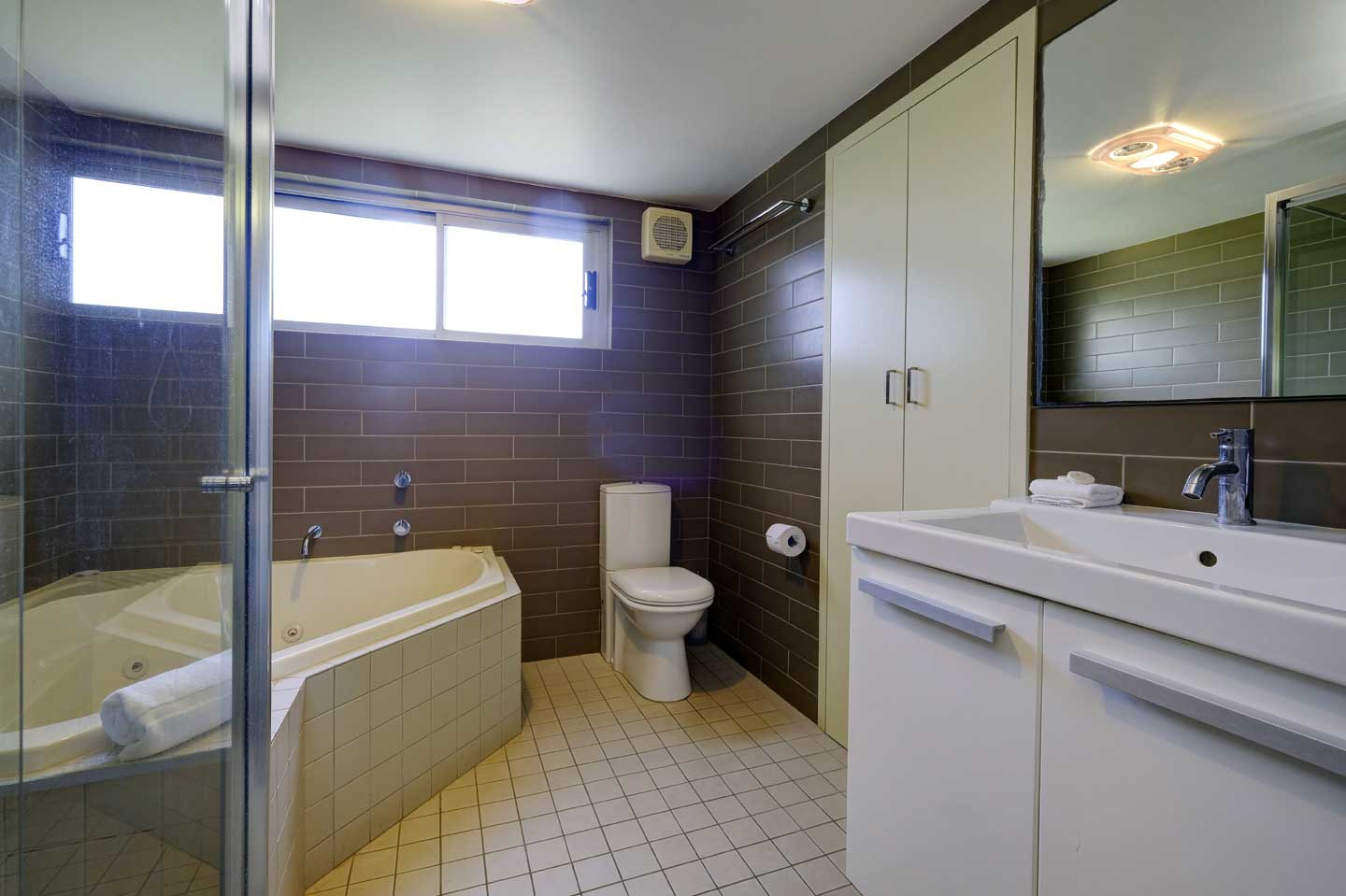 one-bedroom-bathroom