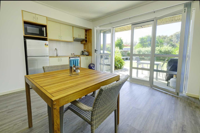 one-bedroom-kitchen